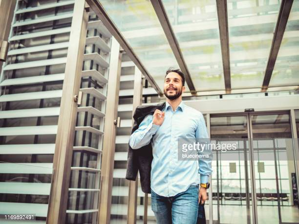 bussinesman quitting the office building - quitting a job stock pictures, royalty-free photos & images