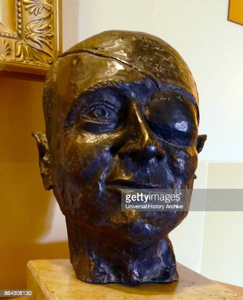 Bust of Israeli politician Moshe Dayan by Levi Shochat 1973 Moshe Dayan was an Israeli military leader and politician chief of staff of the Israel...