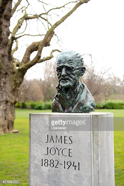 bust of james joyce, dublin, ireland - famous authors stock pictures, royalty-free photos & images