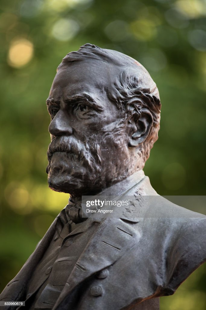 A bust of Robert E. Lee stands in the 'Hall of Fame for Great Americans' on the campus of Bronx Community College, August 17, 2017 in the Bronx borough of New York City. On Wednesday night, the school announced the statues of Robert E. Lee and Confederate general Stonewall Jackson will be replaced and removed.