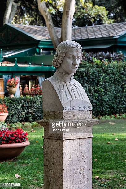 Bust sculpture of Lorenzi di Medici Villa Borghese gardens