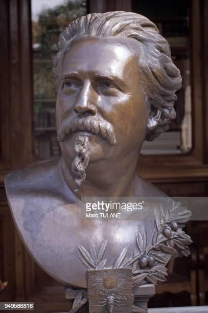 Buste de Frédéric Mistral exposé au musée FrédéricMistral à Maillane dans les BouchesduRhône France