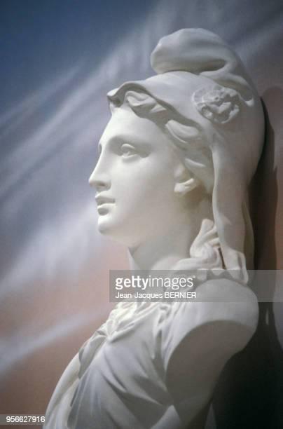 Buste de la Marianne symbole de la République française lors des élections municipales sur Antenne 2 le 6 mars 1983 en France