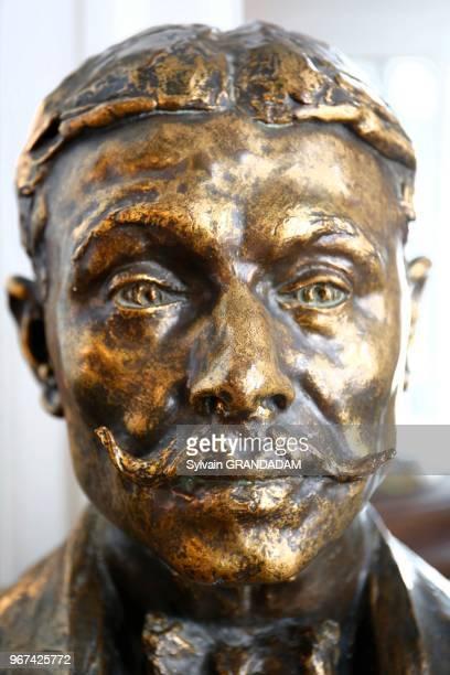 Buste de l'écrivain Marcel Proust dans le grand salon du Grand Hôtel Cabourg