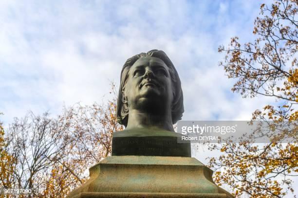 Buste d'Honoré de Balzac le 22 novembre 2014 au cimetière du Père Lachaise Paris France