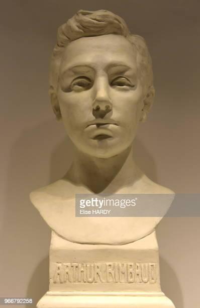 Buste en plâtre par Paterne Berrichon représentant le poète Arthur Rimbaud dans le Musée Rimbaud 22 septembre 2015 CharlevilleMézières Ardennes France