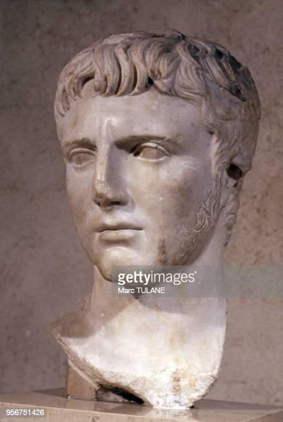 Buste romain du musée Lapidaire à Arles en novembre 1980 dans les BouchesduRhône France