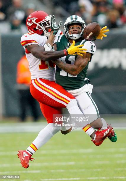 Buster Skrine of the New York Jets tries to keep Tyreek Hill of the Kansas City Chiefs from catching an Alex Smith pass in an NFL football game on...