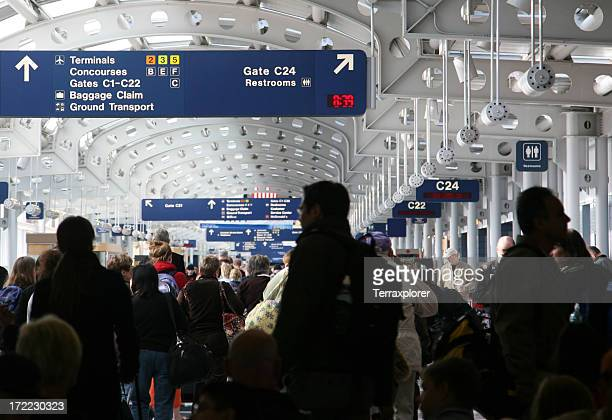 busy airport concourse - ohare airport stock pictures, royalty-free photos & images