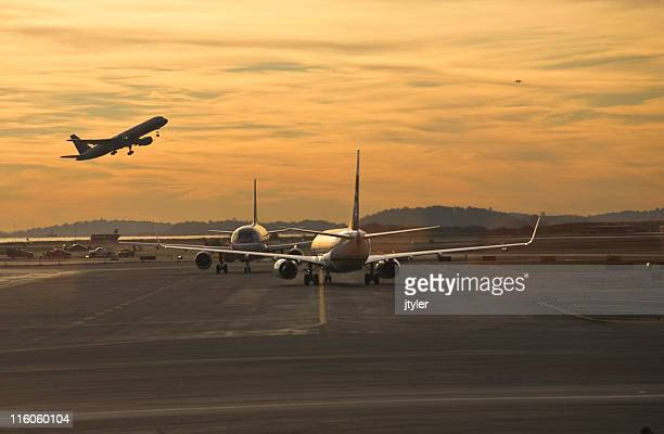 busy airport - taxiing stock pictures, royalty-free photos & images