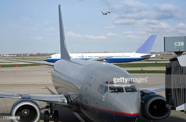 busy airport traffic scene - ohare airport stock pictures, royalty-free photos & images