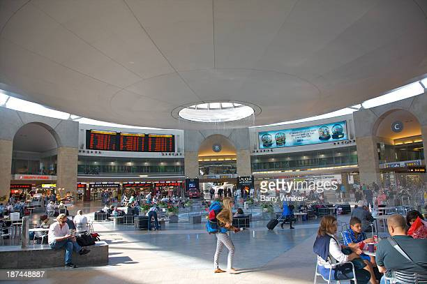 busy central waiting area at modern major airport - ben gurion airport stock pictures, royalty-free photos & images