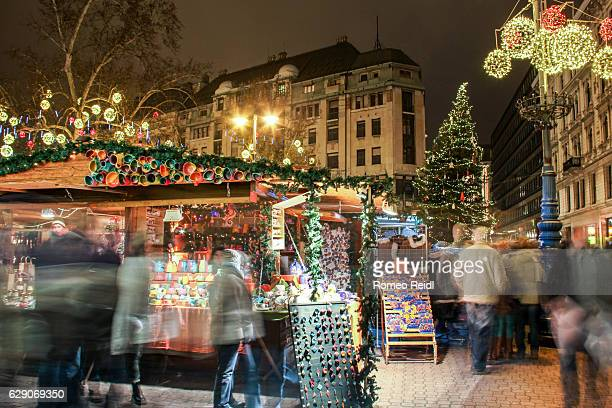 busy christmas market at the vorosmarty square in budapest, hungary - budapest stock pictures, royalty-free photos & images