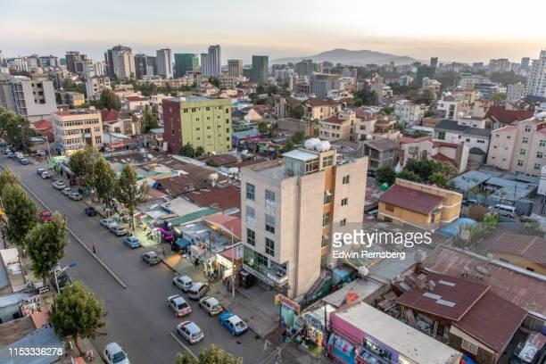 busy city - etalement urbain photos et images de collection