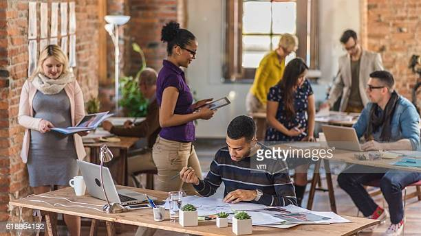 busy coworking space - incidental people stock pictures, royalty-free photos & images