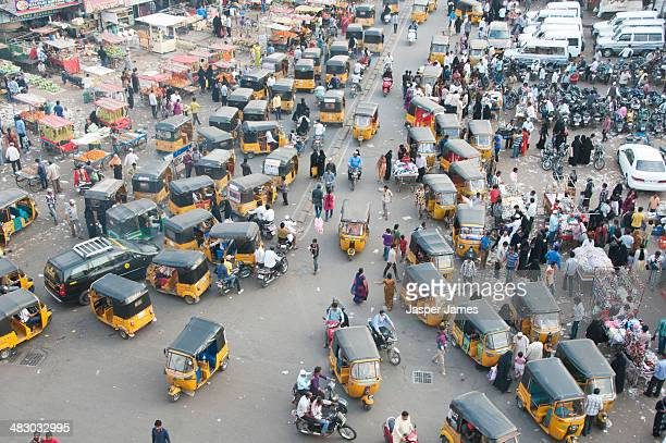 busy crowded street in hyderabad,india - hyderabad indien stock-fotos und bilder