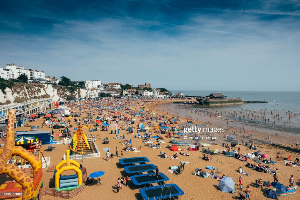 A busy day at Viking Bay beach in Broadstairs. : Stock Photo