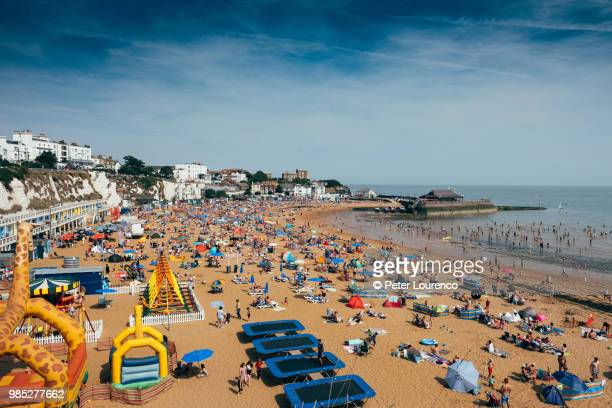 a busy day at viking bay beach in broadstairs. - peter lourenco stock pictures, royalty-free photos & images