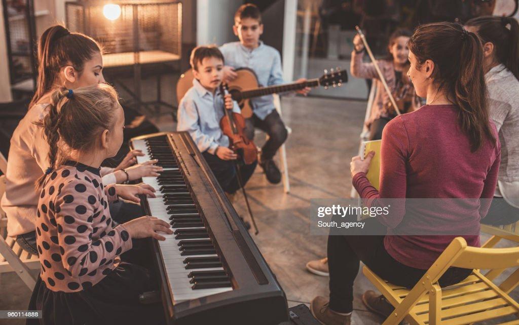 Anstrengenden Tag in der Musikschule für Kinder : Stock-Foto