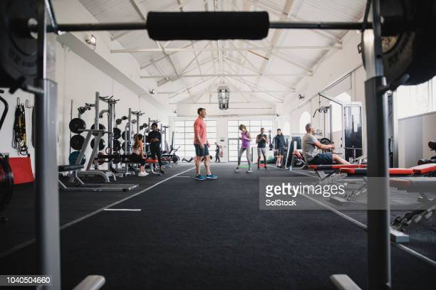 a busy day in the gym - large group of people stock pictures, royalty-free photos & images