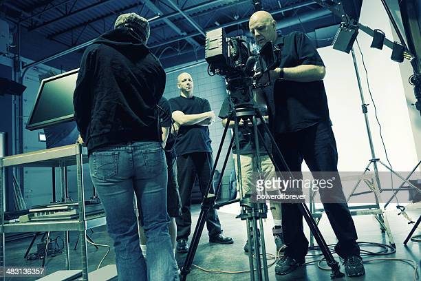 beschäftigt film set - film director stock-fotos und bilder