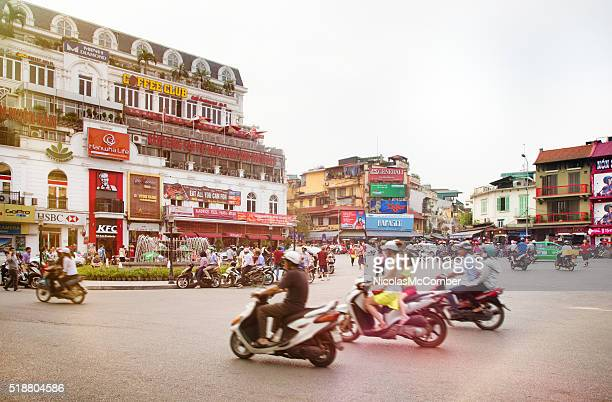 busy hanoi fountain roundabout with traffic - vietnam stockfoto's en -beelden
