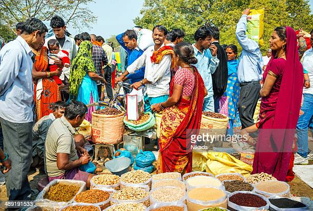 busy indian market - old delhi stock pictures, royalty-free photos & images