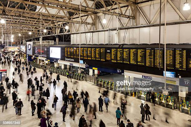 a busy london waterloo railway station, england - waterloo railway station london stock pictures, royalty-free photos & images