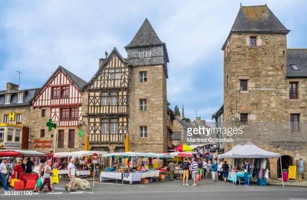 busy market day at Tréguir