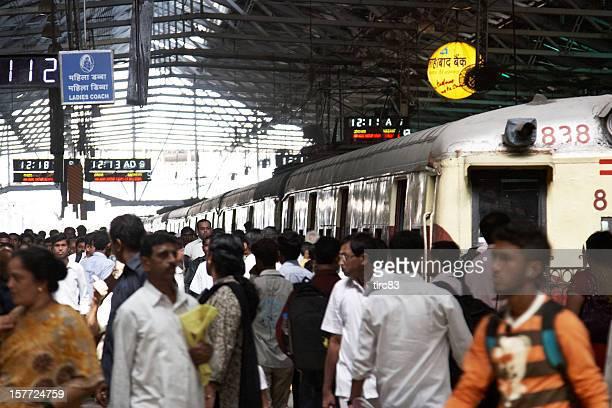 busy mumbai railway platform - mumbai stock pictures, royalty-free photos & images