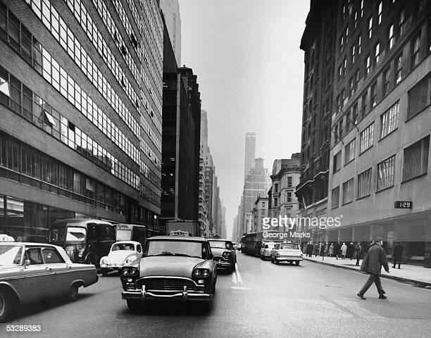 busy new york city street - 20世紀 ストックフォトと画像