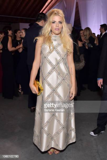 Busy Philipps poses at the 2018 Baby2Baby Gala Presented by Paul Mitchell at 3LABS on November 10 2018 in Culver City California