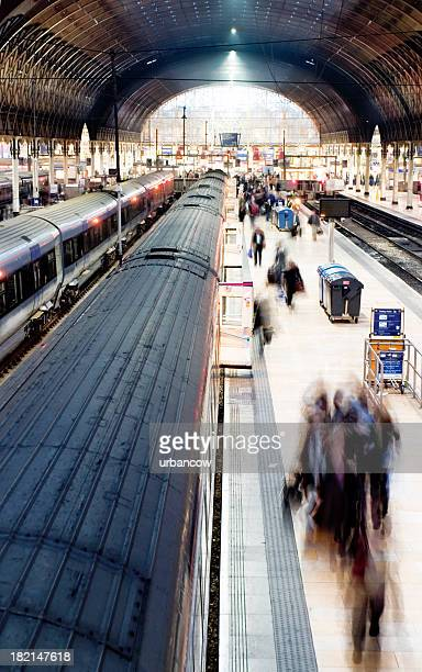 busy platform - paddington london stock pictures, royalty-free photos & images