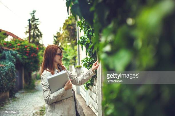 busy redhead - ringing doorbell stock pictures, royalty-free photos & images