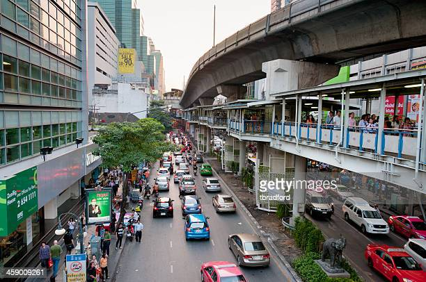 busy road and elevated train track in bangkok, thailand - elevated railway track stock pictures, royalty-free photos & images