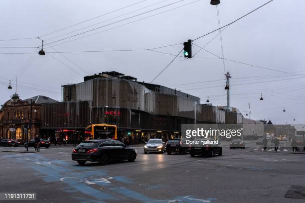 busy street corner in copenhagen on a grey, dark day - dorte fjalland stock pictures, royalty-free photos & images