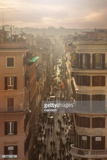 Drukke straat in Rome, Italië, hoge hoekmening