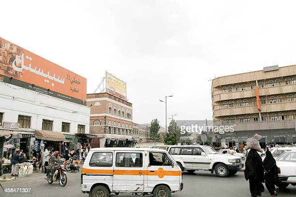 busy street in sana'a - arabic script stock pictures, royalty-free photos & images