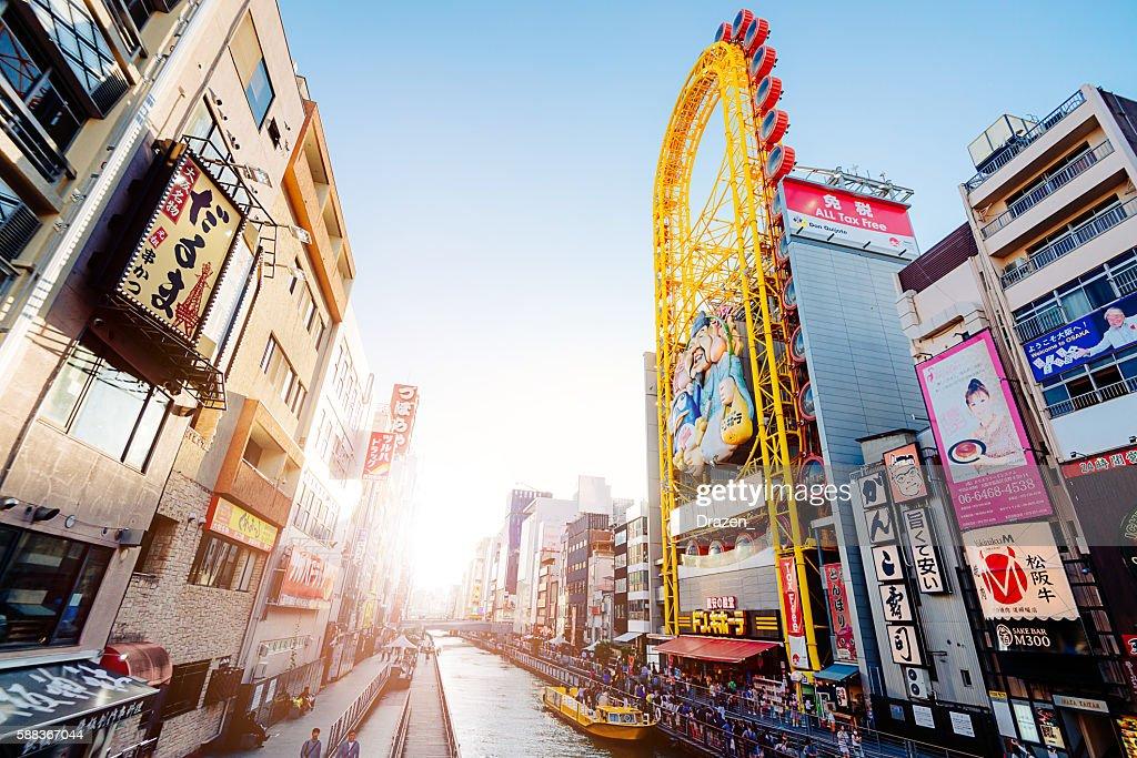Belebten Straße mit Touristen und Fußgänger im Dotonbori, Hilton Osaka : Stock-Foto