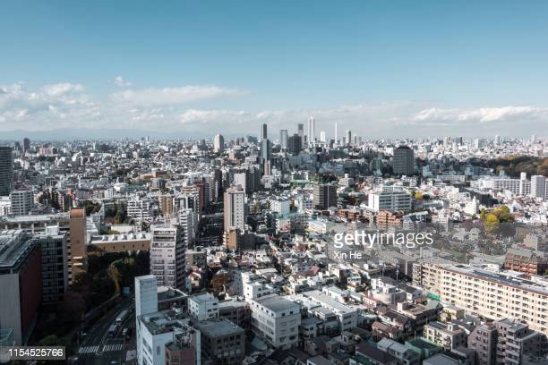 busy streets in tokyo and the view of shinjuku skytree / tokyo, japan - ワイドショット ストックフォトと画像