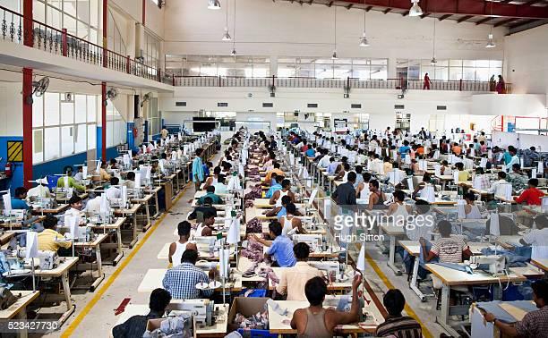 busy textile factory - hugh sitton 個照片及圖片檔