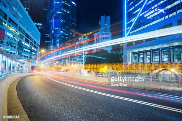 tráfego ocupado à noite no centro de hong kong - movimento - fotografias e filmes do acervo