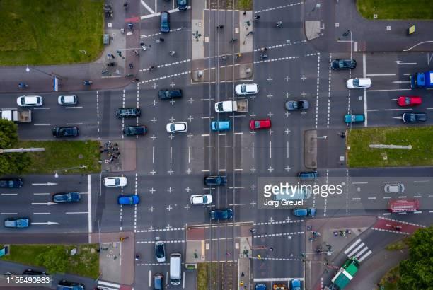 busy urban intersection - colônia renânia - fotografias e filmes do acervo
