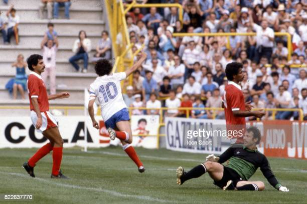 But de Michel PLATINI France / Koweit Coupe du monde Stade Jose Zorilla Espagne