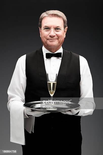 butler und ein Champagnerglas