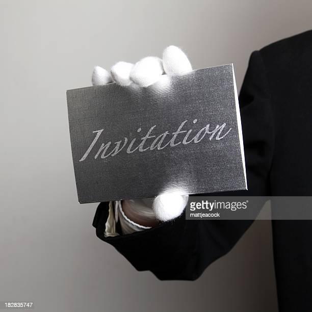 Butler mit Silber Einladung