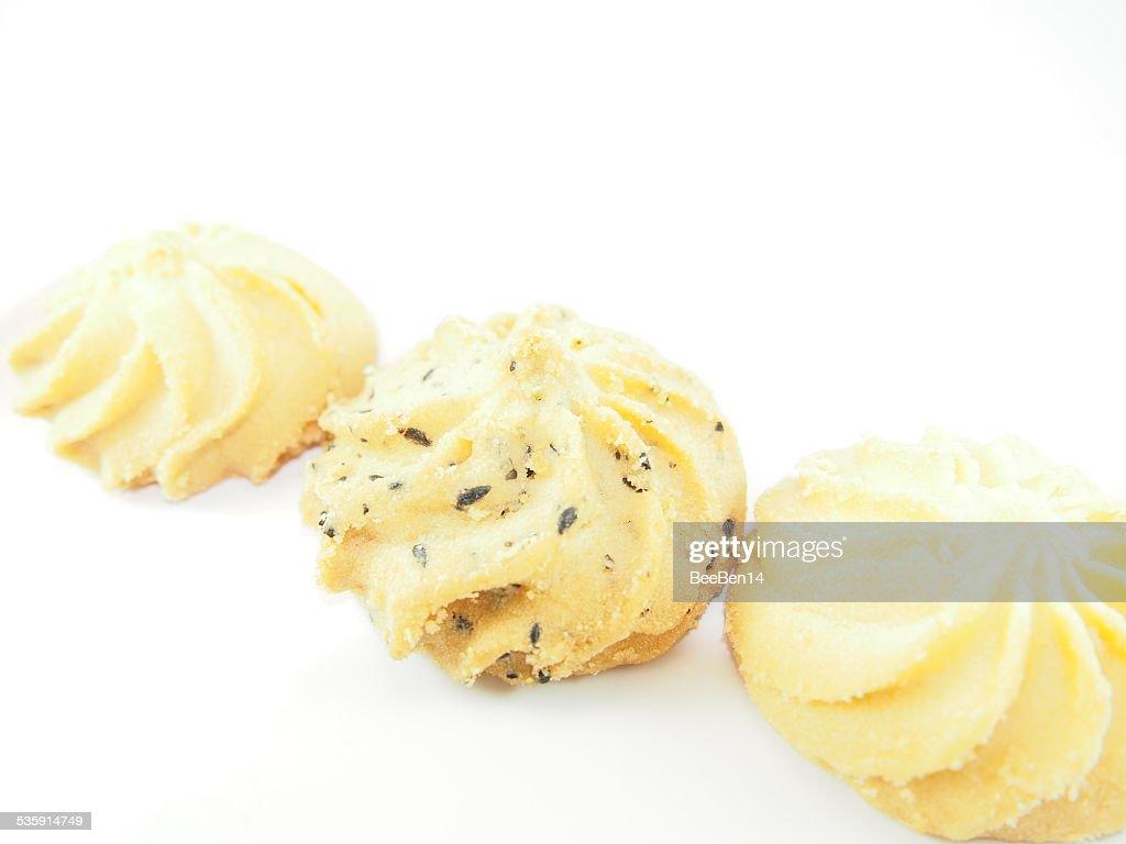 La mantequilla y galletas con pedacitos de Chocolate a aislar fondo : Foto de stock