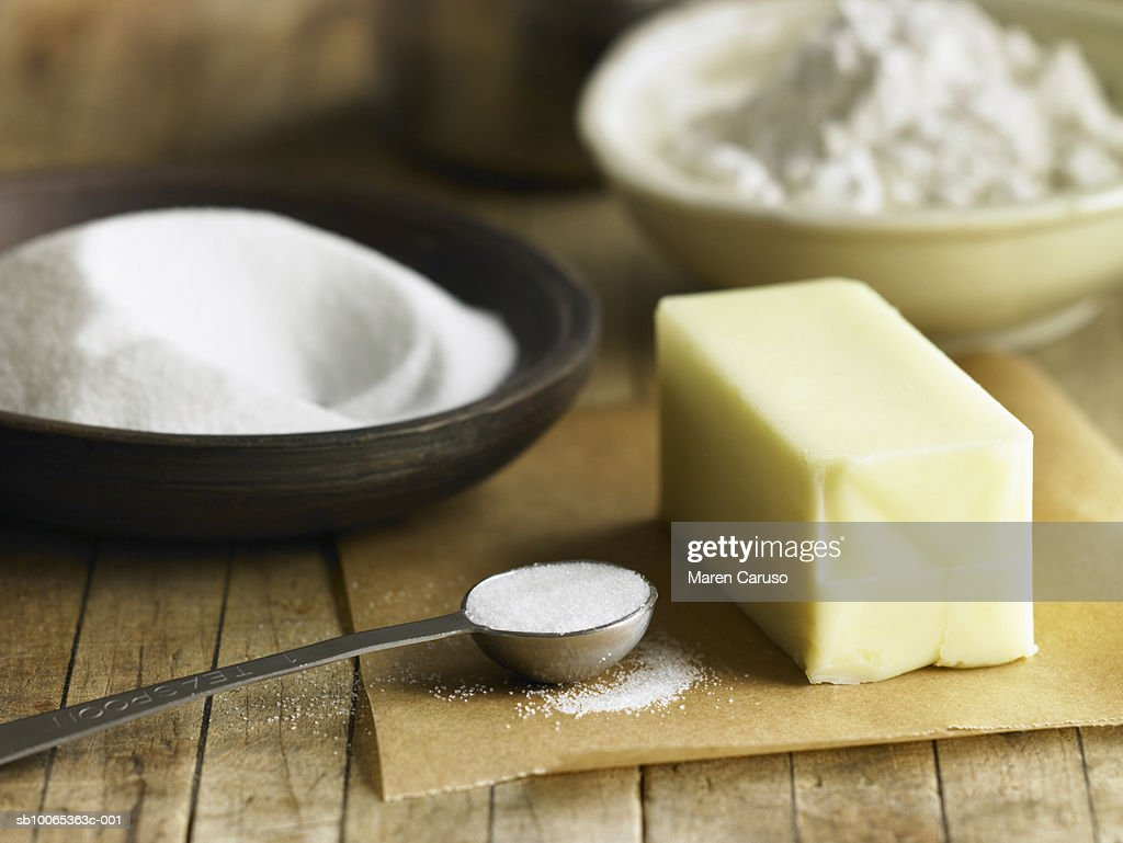 Butter, salt, flour and sugar on cutting board : Foto stock