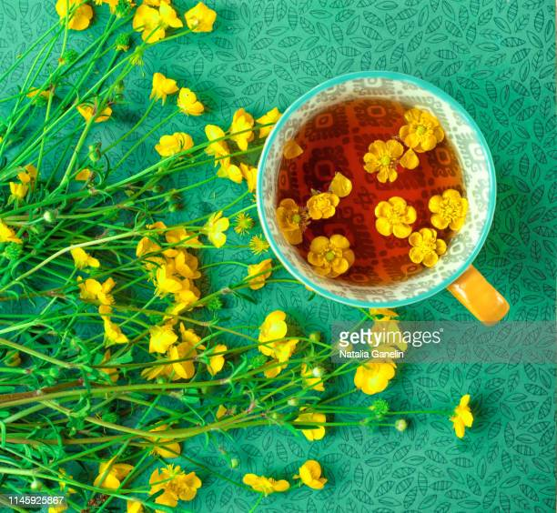 buttercups on green background - buttercup stock pictures, royalty-free photos & images