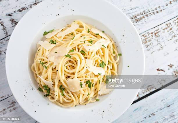 buttered spaghetti with parmesan - cris cantón photography stock pictures, royalty-free photos & images